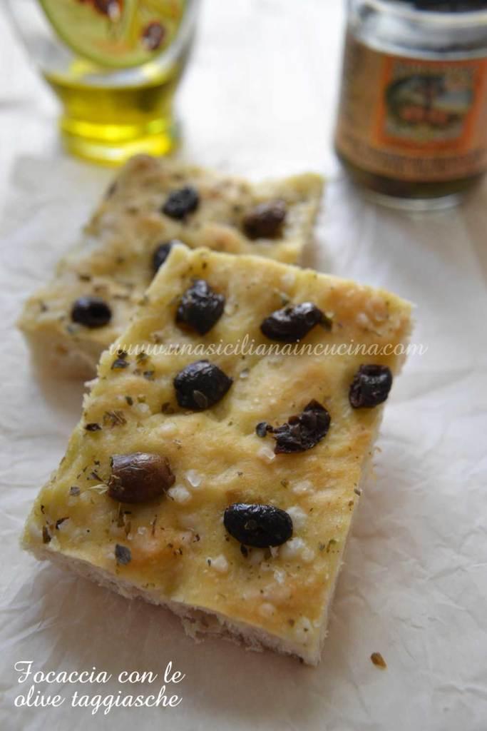 Focaccia con olive taggiasche