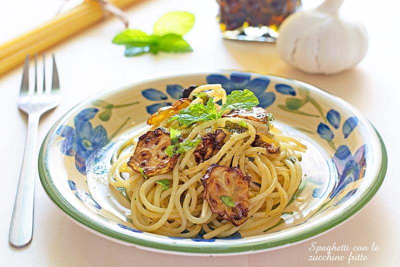 Spaghetti con le zucchine fritte e menta