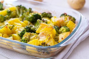 Patate e broccoli al forno