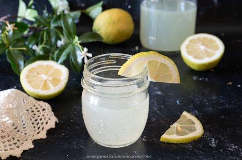 Limonata di limoni siciliani