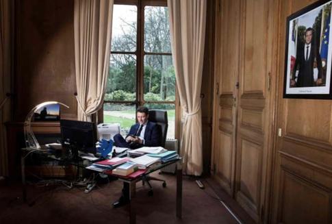 20b15 Griveaux en su despacho del Elíseo 1 Uti 485