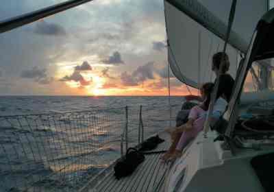 Navegando rumbo a Providencia.