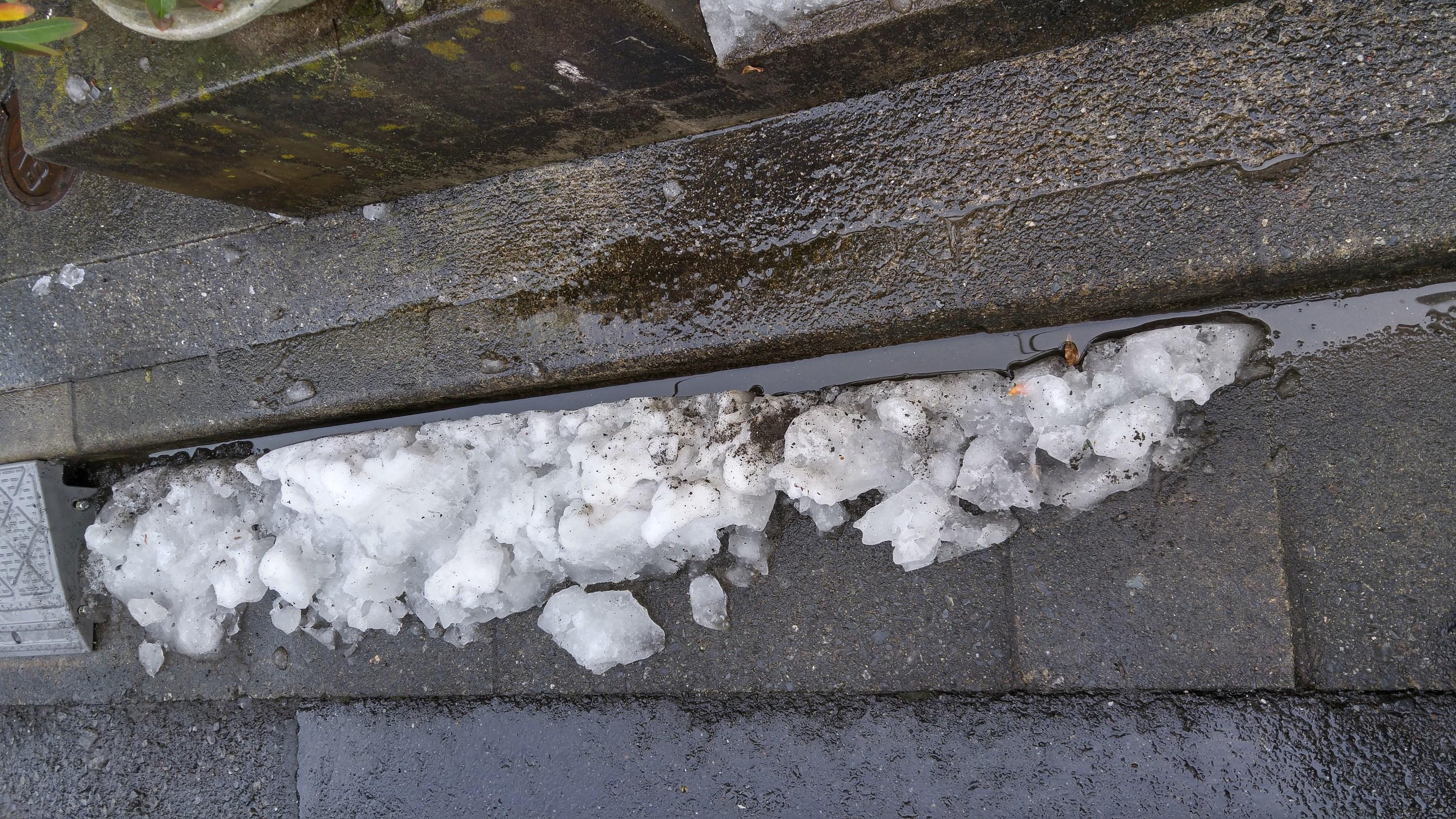 都内での雪かきの注意