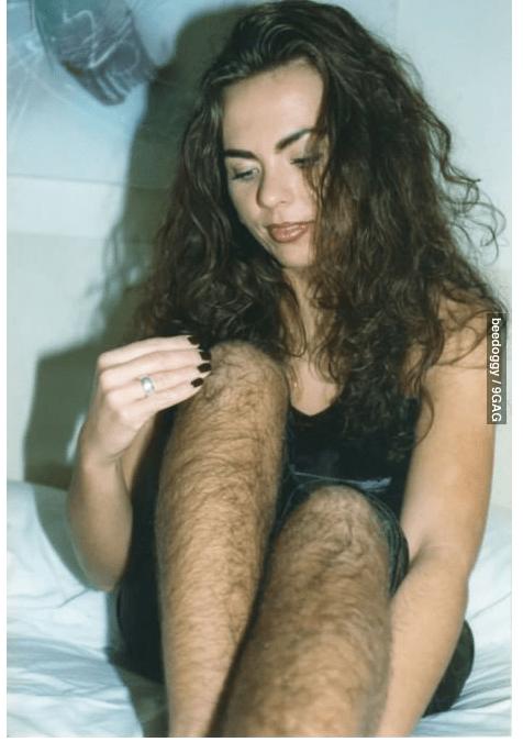 Femmes très poilues des jambes