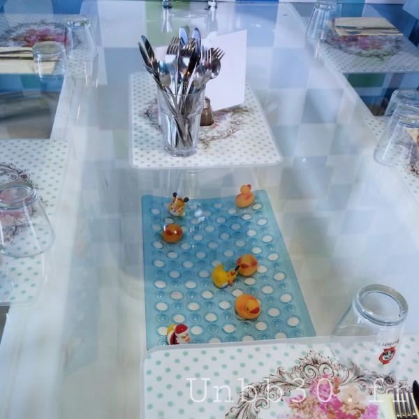 Mamie Bigoude La ROchelle salle de bain bleue table baignoire