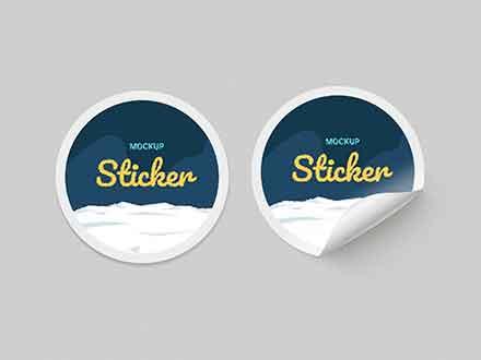 Um mockup incrível de adesivo, a imagem é simples porém com muito estilo e altamente personalizável. Free Sticker Mockups Psd