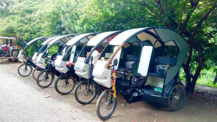 Covered Nepalese Rickshaw Lumbini