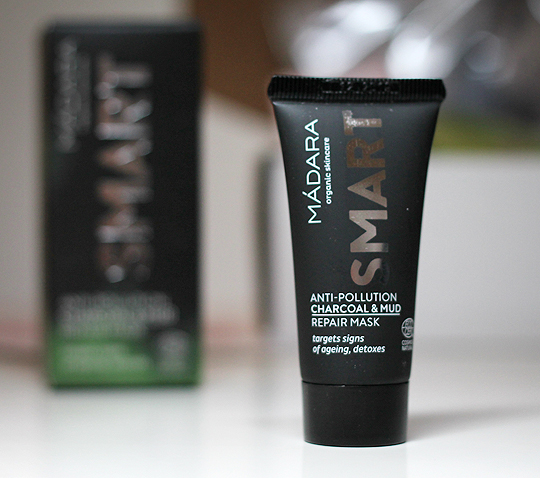 Mádara - SMART Anti Pollution Charcoal & Mud Mask