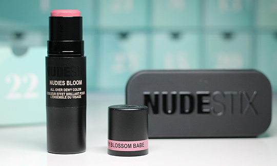"Kästchen Nr. 22: NudeStix Nudies Bloom in ""Cherry Blossom Babe"""