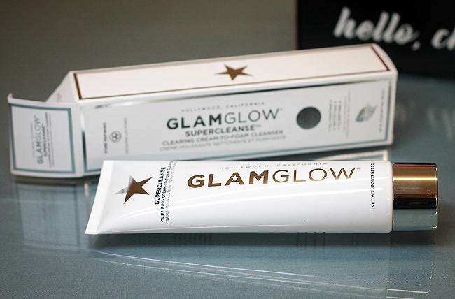 Der Supercleanse Cream-to-Foam-Reiniger von [Glam Glow]