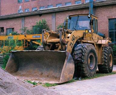 Liu-Bolin-Hiding-in-the-City_71-Bulldozer-2008