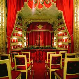 Liu-Bolin-Royal-Box-at-Teatro-alla-Scala-2010