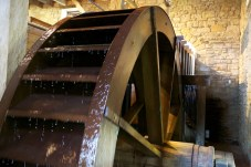 Water wheel at George Washington's Gristmill at Mount Vernon.