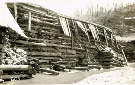 Photo of the hydroelectric dam before its destruction.