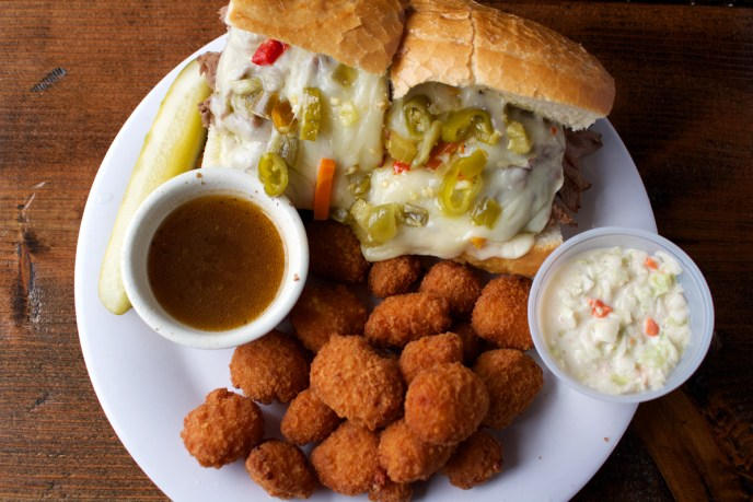 unclegeorgesbarandgrill-italian-beef-with-cheese-curds