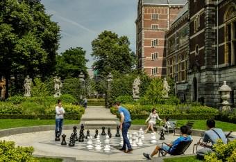 Chess in the Rijksmuseum gardens.