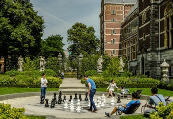 Chess in the Rijksmuseum gardens.
