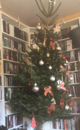 Christmas tree - (un)Conventional Bookworms - Weekend Wrap-up