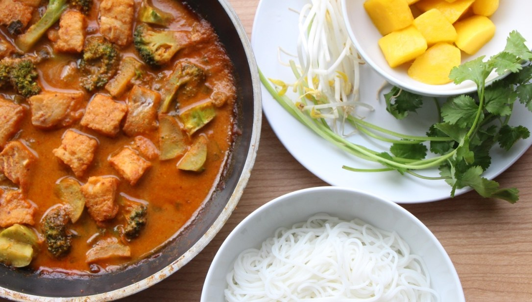 Thai Red Curry Fish Noodle 泰式紅咖哩魚 (GF, Dairy-Free, Oil-Free)