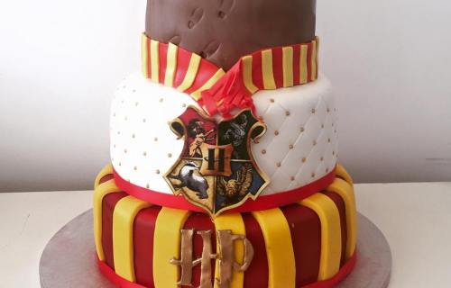 Strawberry cupcakes - Harry Potter inspired custom wedding cake