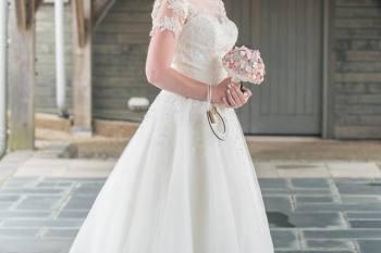 I heart buttons - alice in wonderland - alternative wedding - unconventional wedding