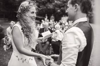 Guide to a celebrant wedding blog - thomas thomas photography - outdoor wedding - outdoor ceremony - vows