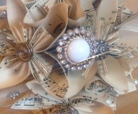 Recycled wedding company - 5 music bouquet - brooch - alternative artificial bouquet