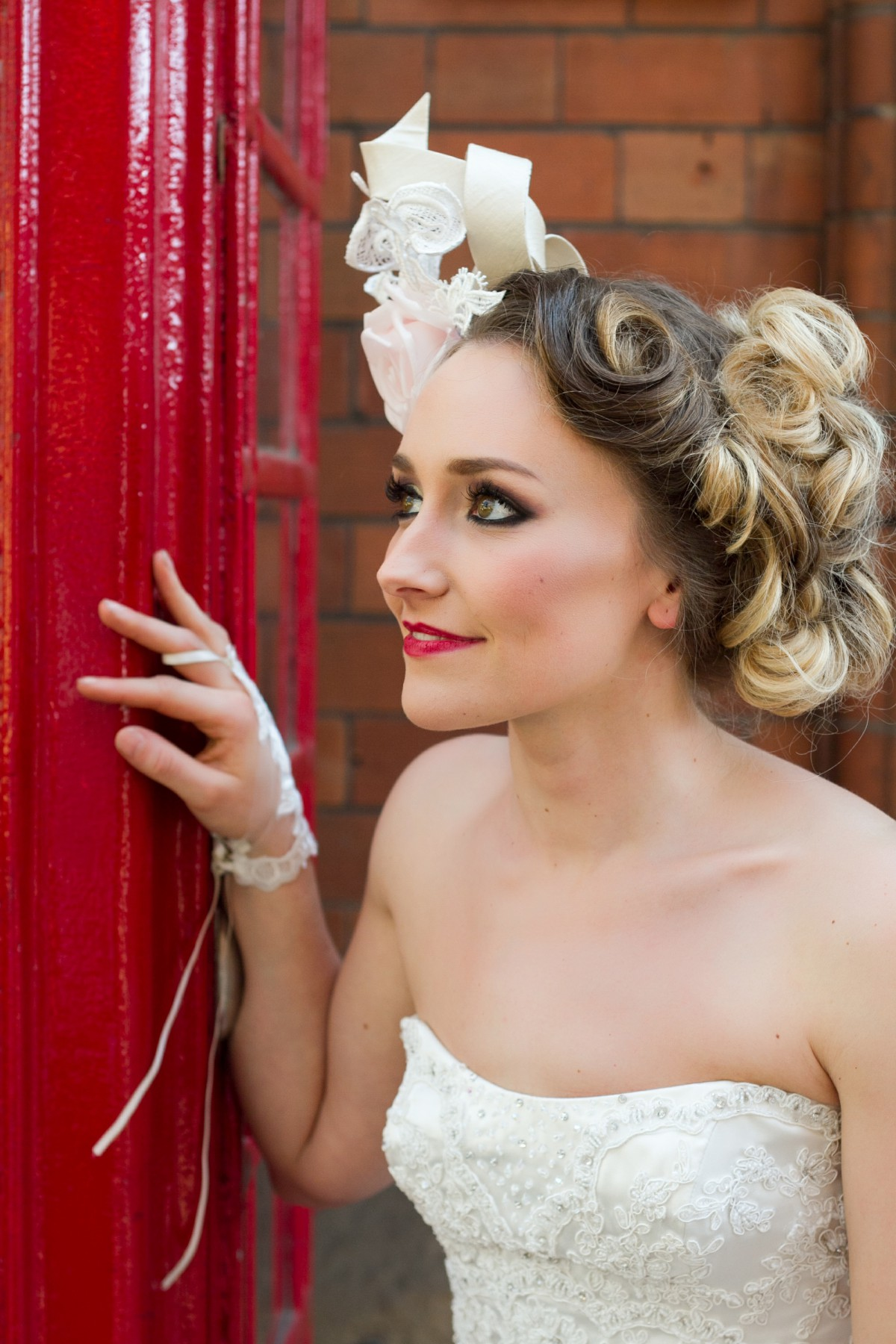 Iso Elegant Photography - Leicester wedding network - Railway wedding - vintage wedding 23