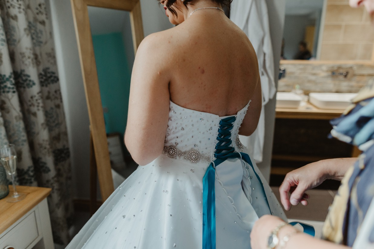 Stevie Jay photography - Unconventional Wedding at Storthes Hall Huddersfield - alternative wedding 53 (2)