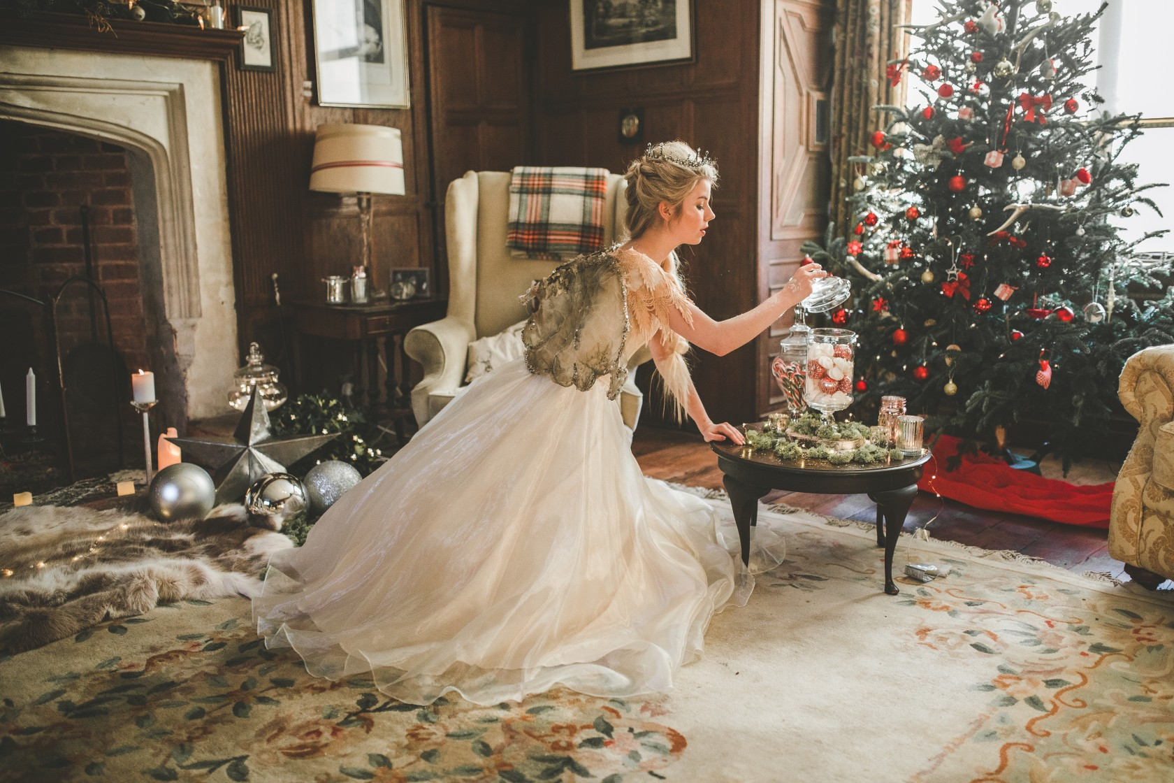 Christmas wedding - Victoria Taylor-Christmas Fairy-Laura Beresford Photography- tree (3)