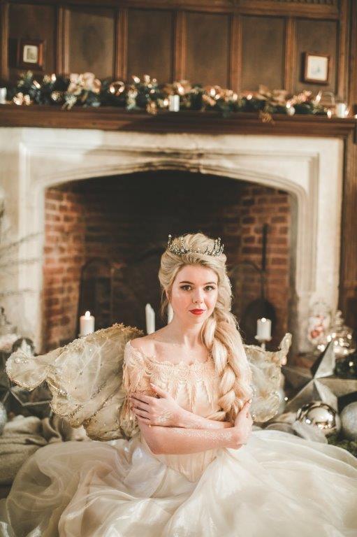 christmas wedding- victoria taylor- laura beresford photography- sitting