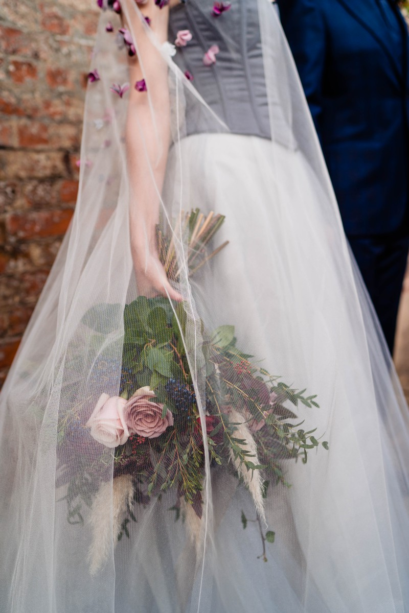 gothic glamour- vicki clayson photography-bouquet
