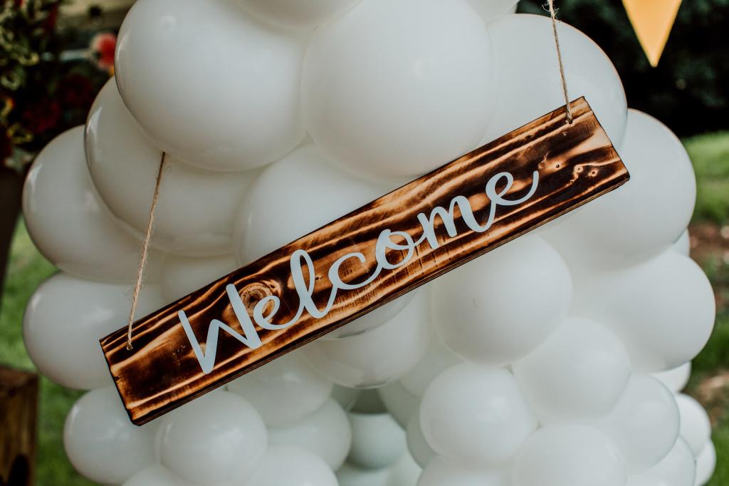 Alpaca Yurt Wedding- Balloons
