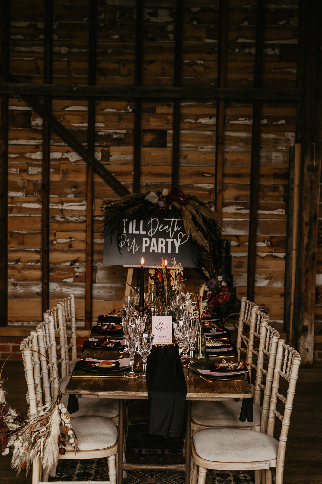Modern barn wedding- jessica lily photography- unconventional wedding- unique wedding table styling