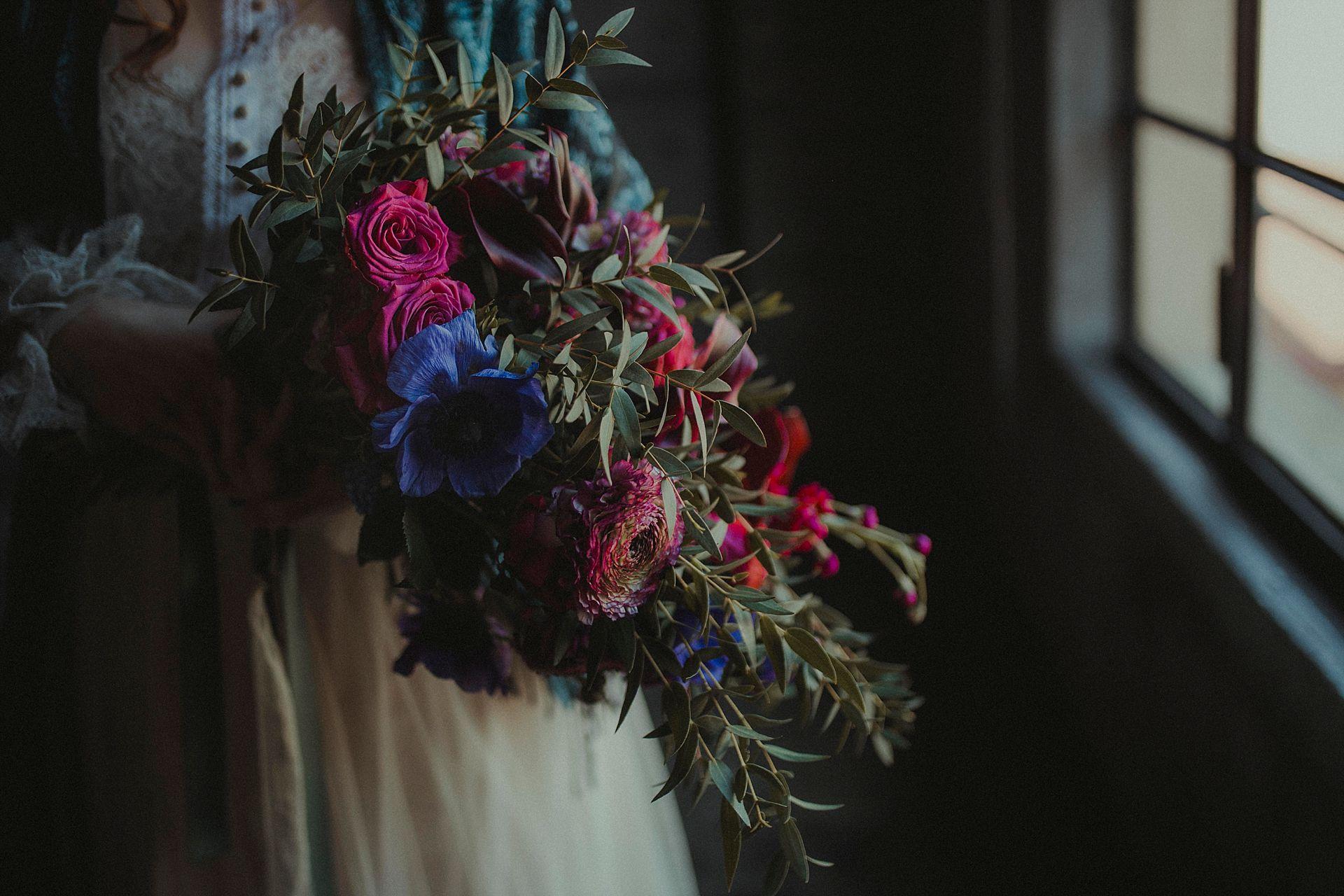 Decadent Wedding Inspiration- Moody Wedding Inspiration- Sudio Fotografico Bacci- Unconventional Wedding- alternative wedding bouquet
