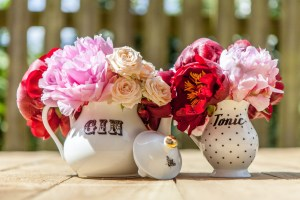 Big Day Blooms and Cakes - Wedding Florist - Wedding Cakes - Nottingham East Midlands - Gin and Tonic tea pot and milk jug with pink and red flower arrangements