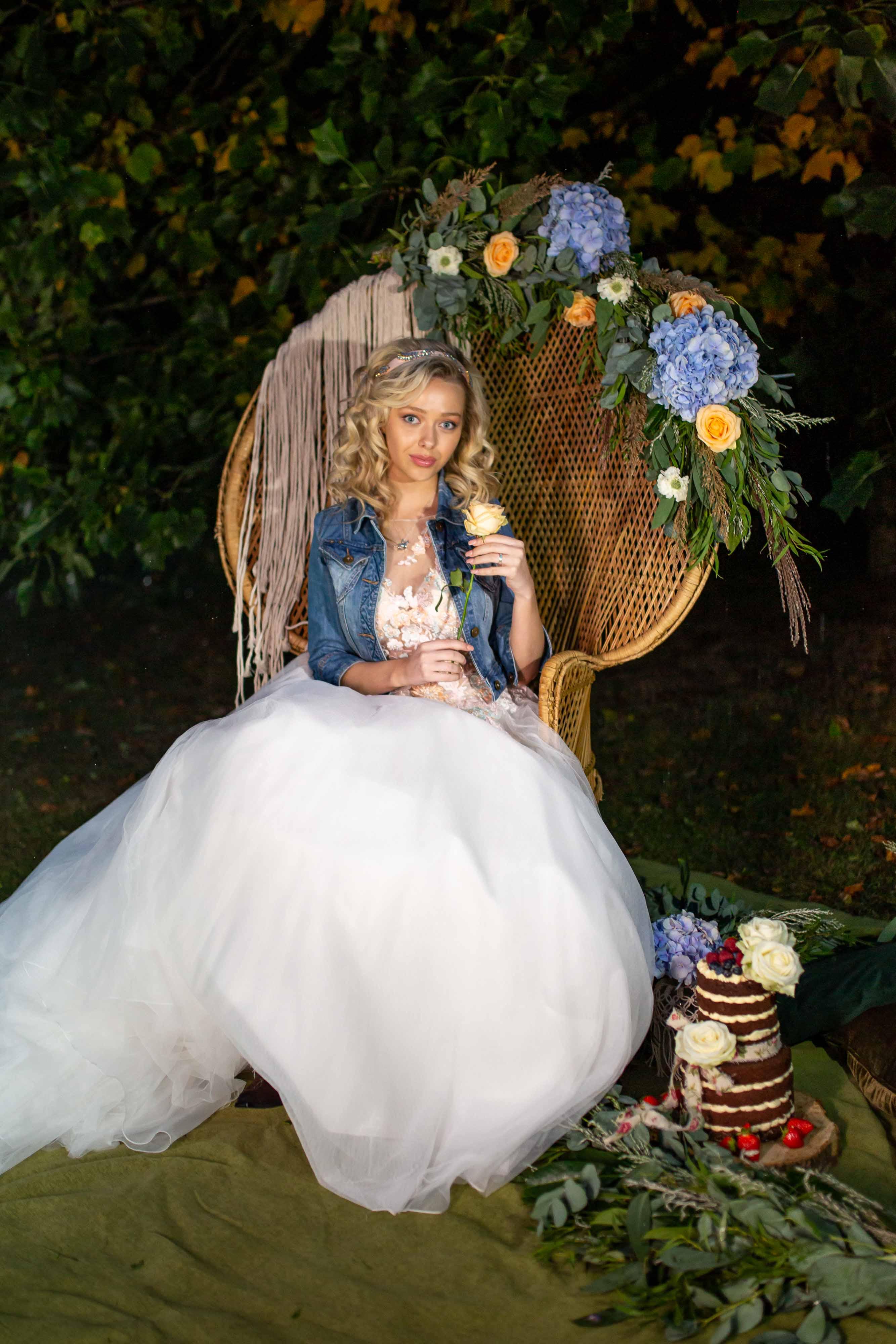 iconic wedding looks- music themed wedding- unconventional wedding- alternative wedding- wicker chair- southern wedding styling