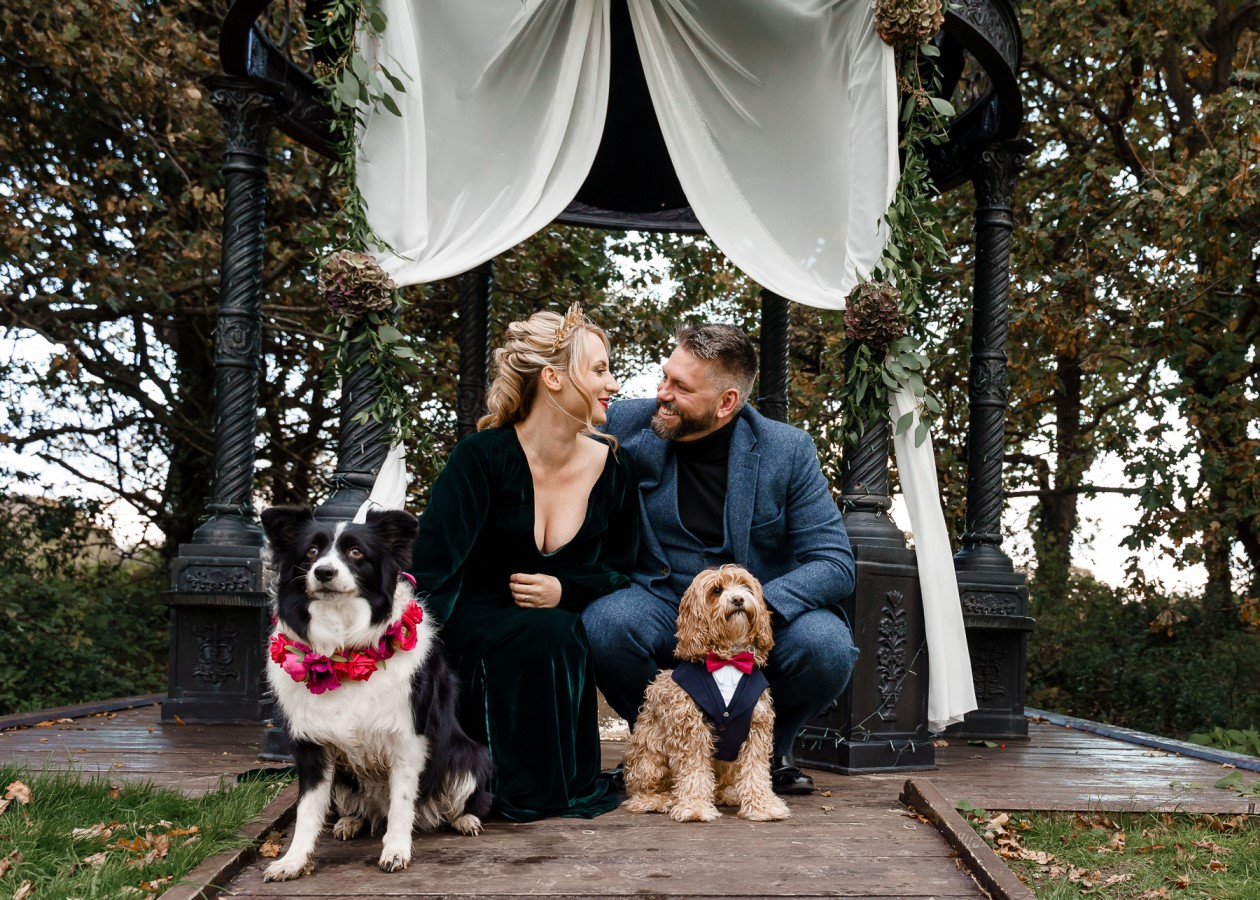 dog friendly wedding- dogs at weddings- katherine and her camera- dog wedding accessories-unconventional wedding- wedding planning advice- pets at weddings-2