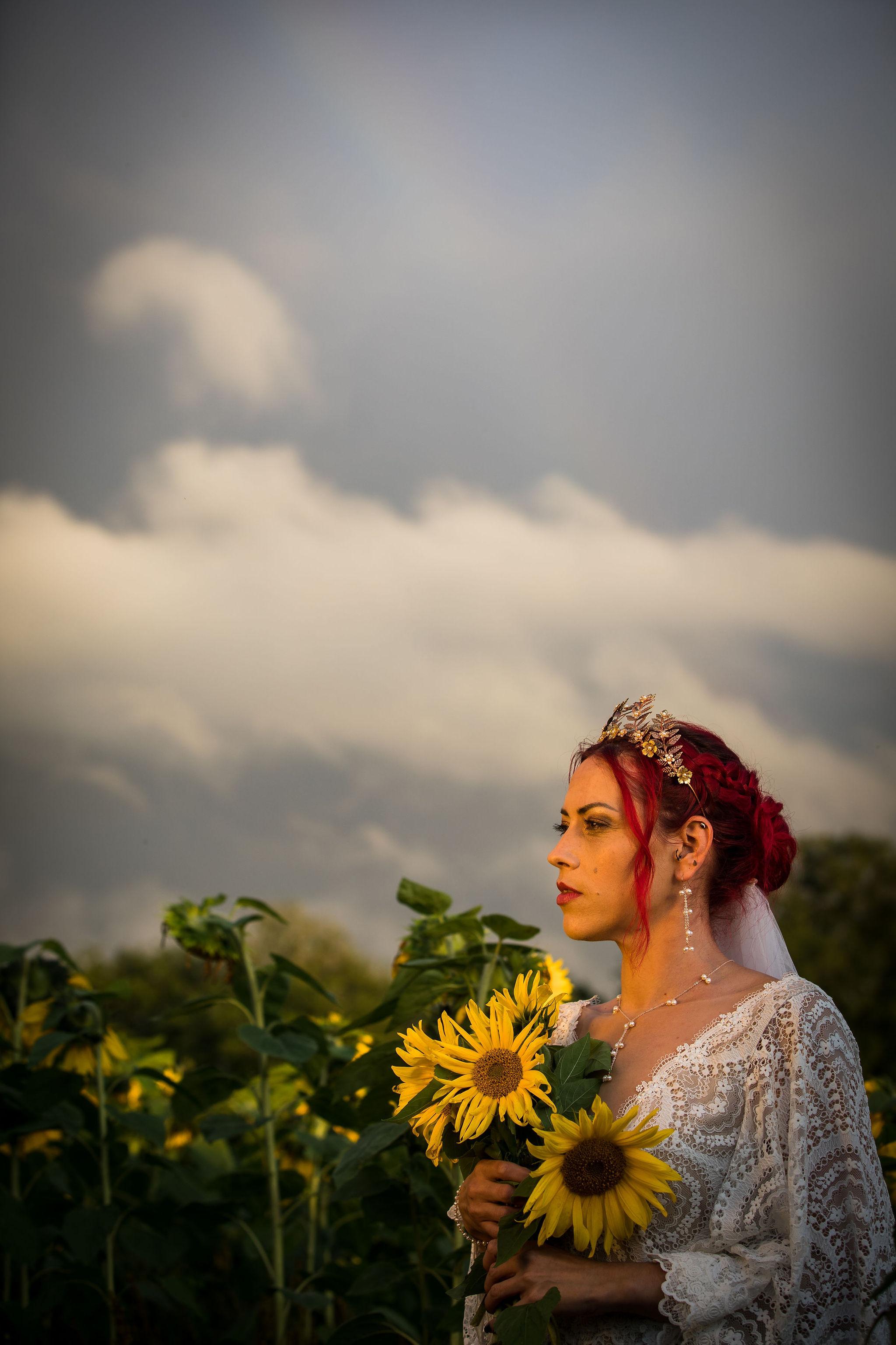 sunflower themed wedding - unconventional wedding - sunflower wedding - autumn wedding - alternative wedding planning - bride holding sunflowers