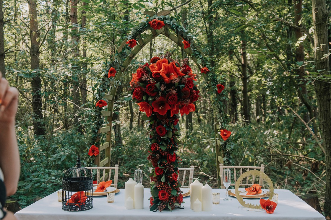 red wedding flowers - forest wedding - small wedding - forest elopement
