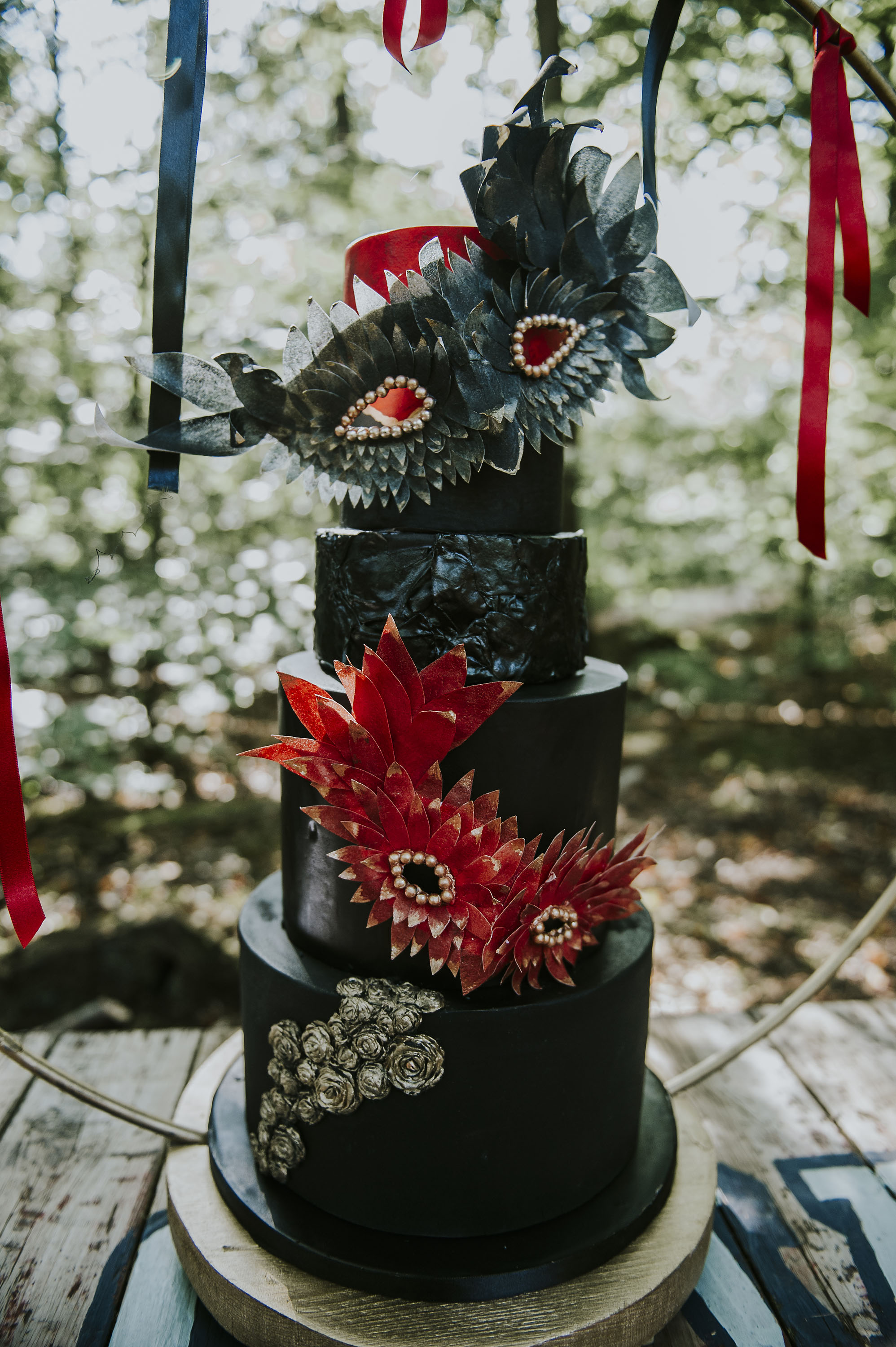 circus wedding - black and red wedding cake - black wedding cake - dramatic wedding cake - alternative wedding cake