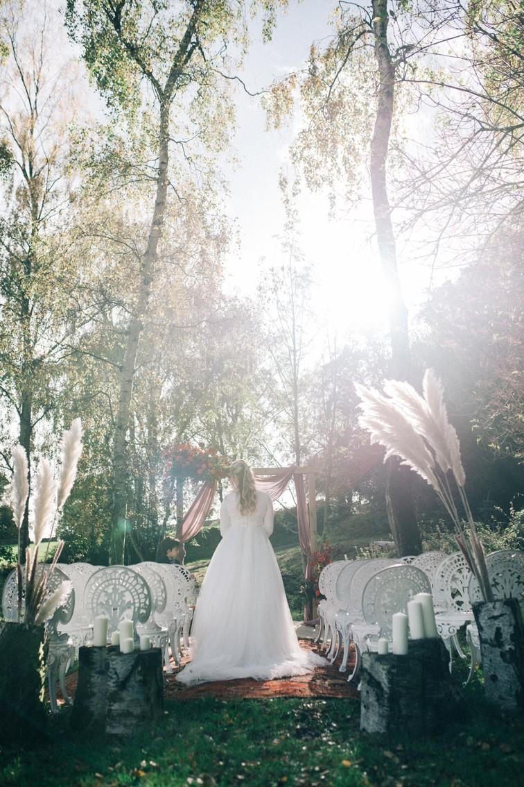 boho luxe wedding inspiration - outdoor wedding styling - boho wedding styling