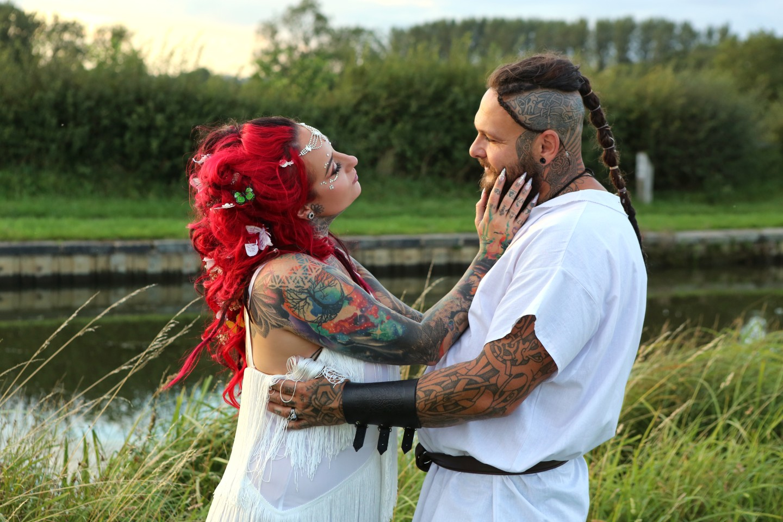 viking festival wedding - alternative wedding photos - alternative couple photoshoot
