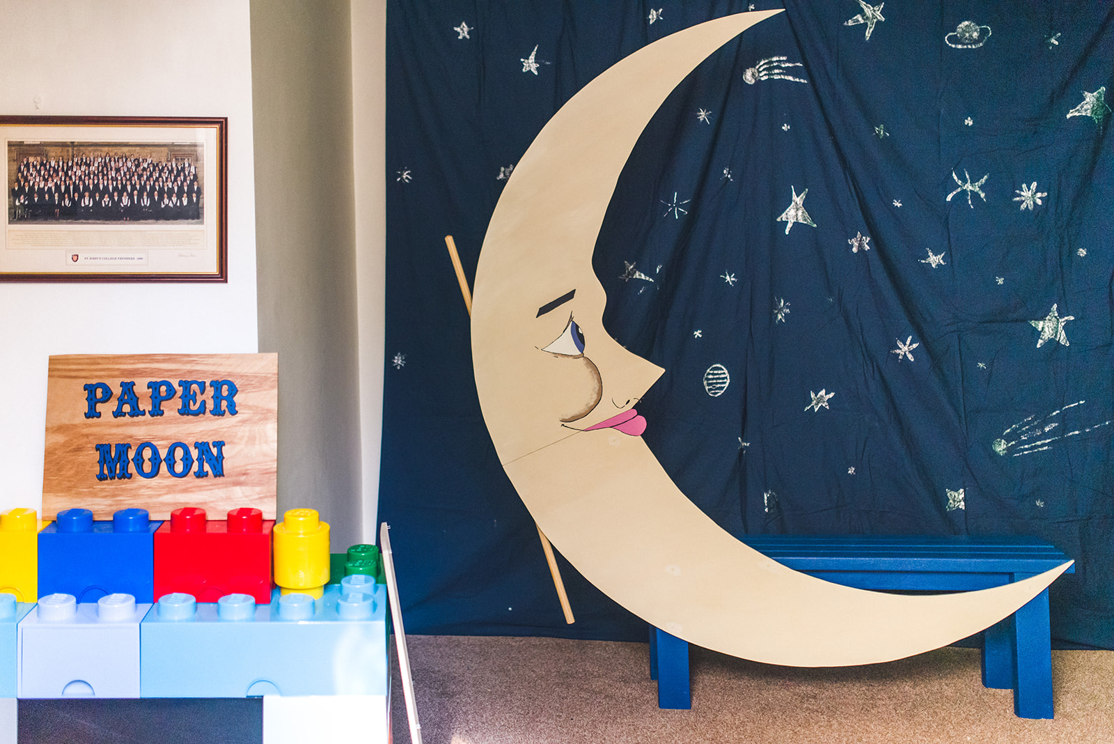 DIY Wedding photo booth - paper moon photo booth - fun wedding ideas