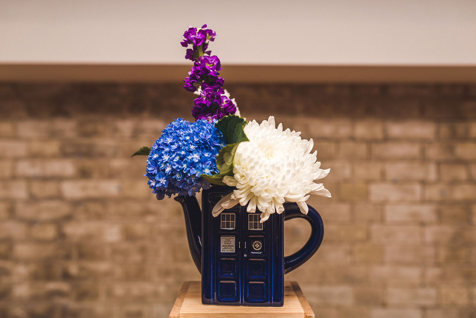 dr who vase - dr who wedding ideas - dr who wedding flowers