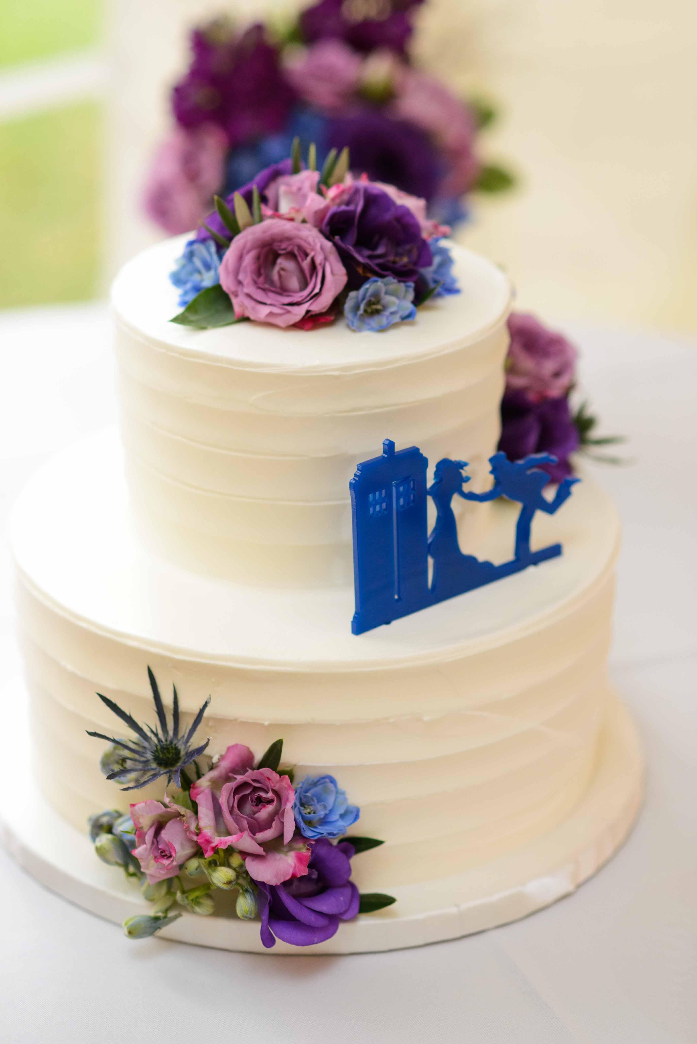 dr who wedding cake - sci fi wedding cake - alternative wedding ideas - unconventional wedding