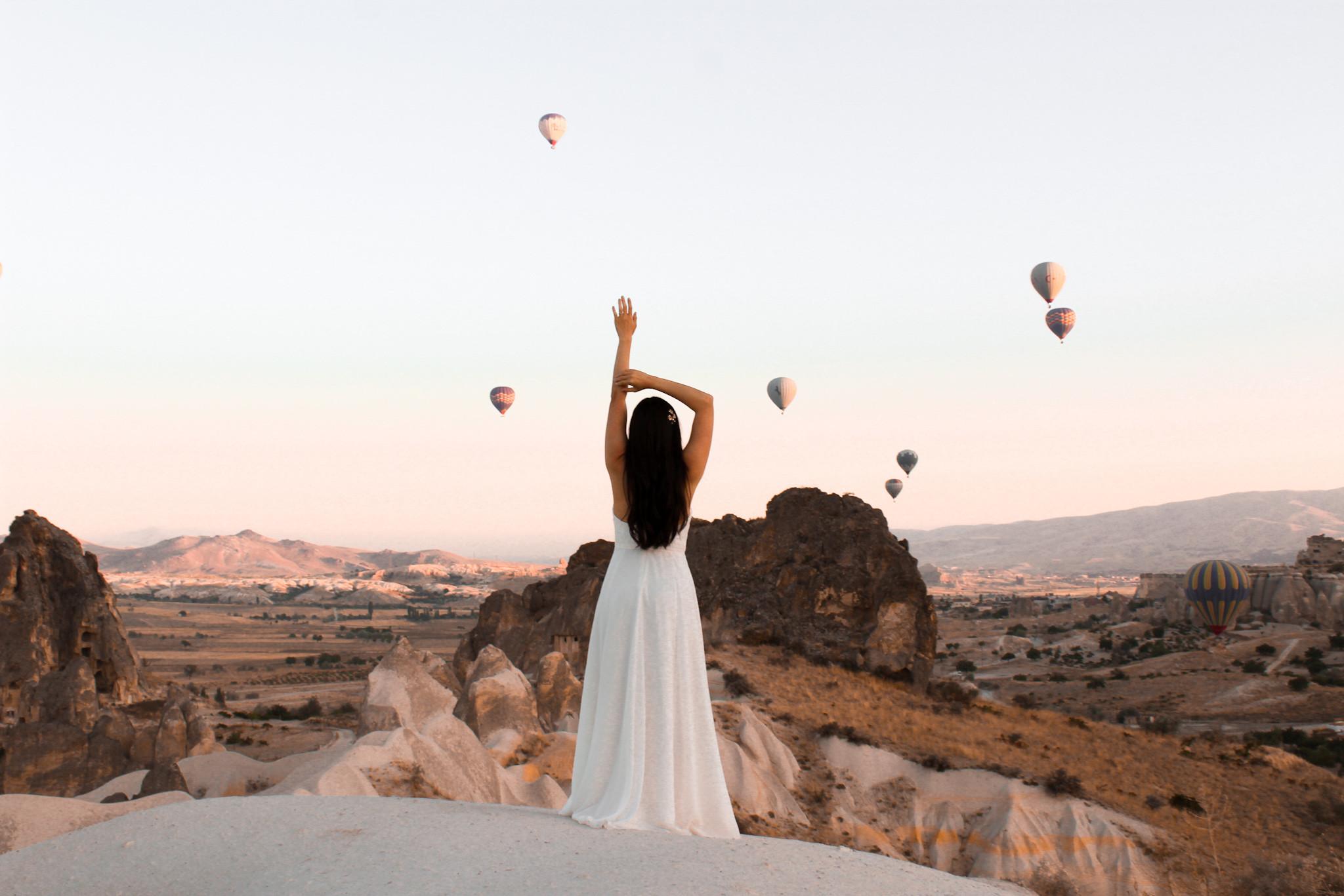 hot air balloon wedding - Cappadocia wedding - beautiful elopement photography - Turkish elopement photoshoot -