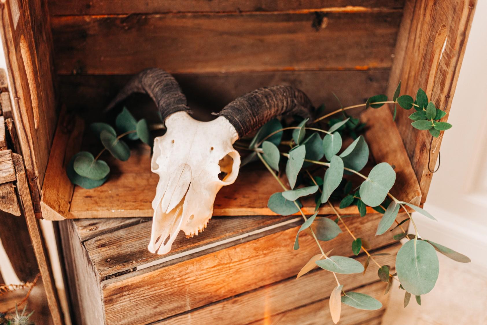 skull wedding decor - alternative wedding decor - edgy wedding styling