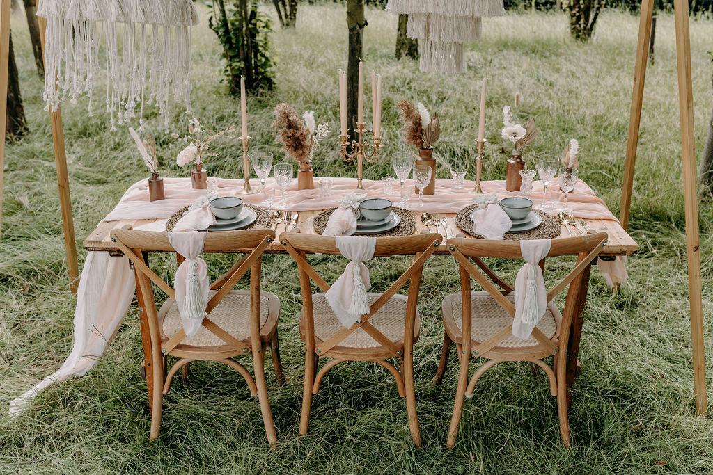 bohemian wedding table - eco friendly wedding - sustainable wedding - vintage wedding styling - unconventional wedding