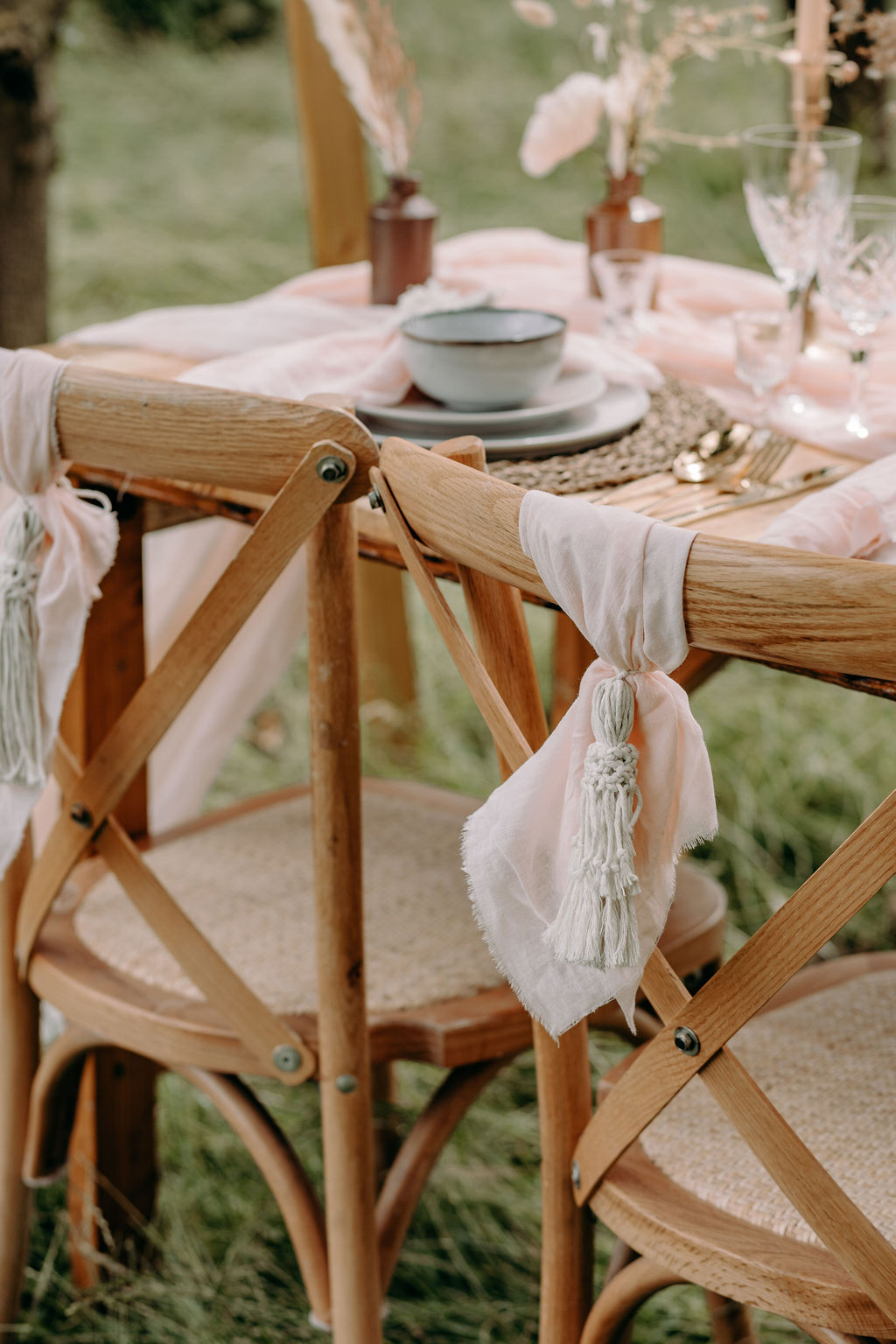 sustainable boho wedding - macrame chair decoration - bohemian wedding styling - rustic wedding table - unconventional wedding